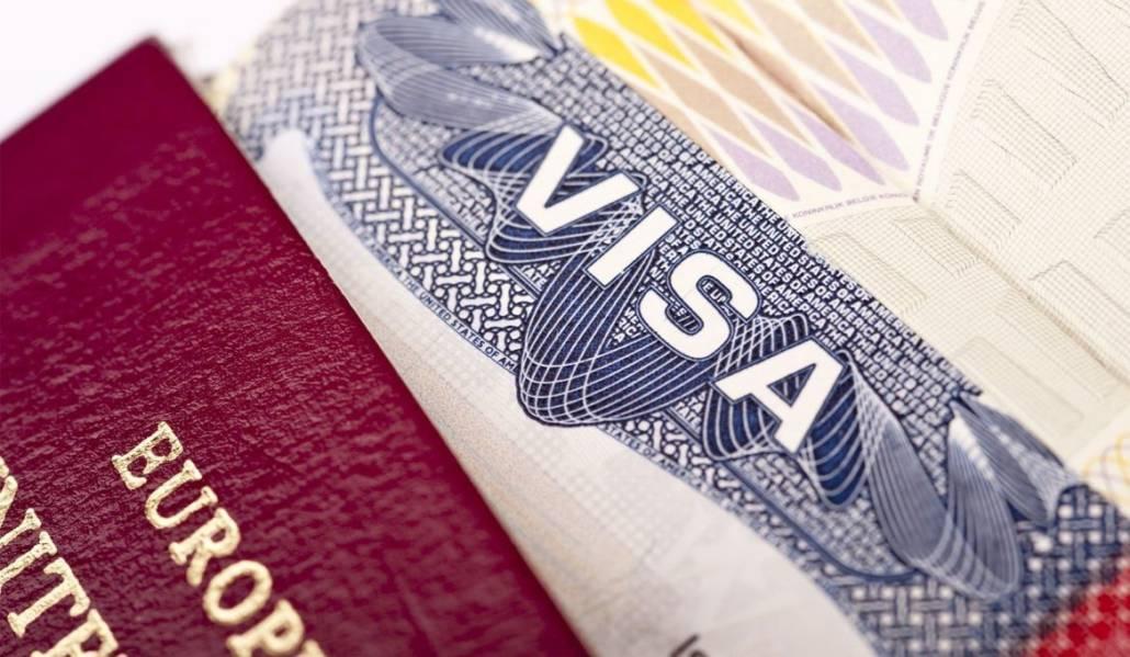 Голден визу (гражданство) получает только один из супругов с детьми. Нужны ли разрешения от второго супруга?